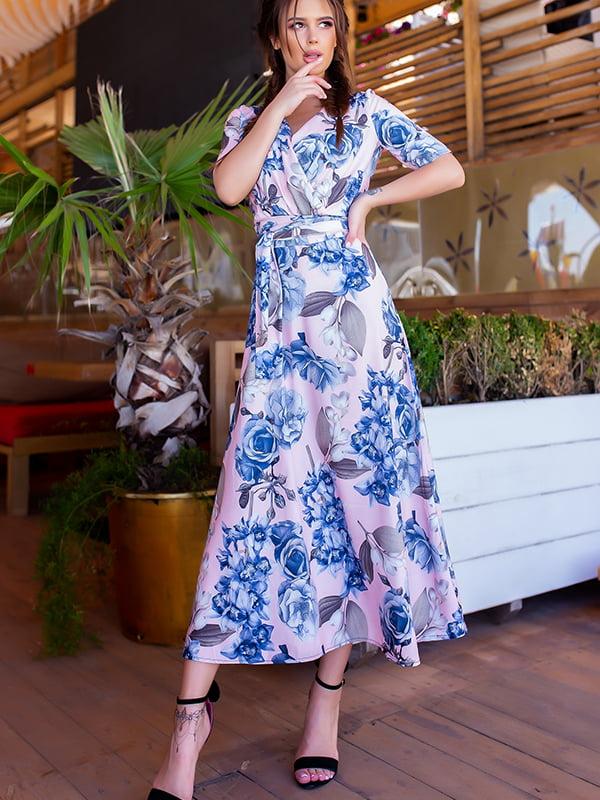 Сукня пудрового кольору у квітковий принт | 5715038