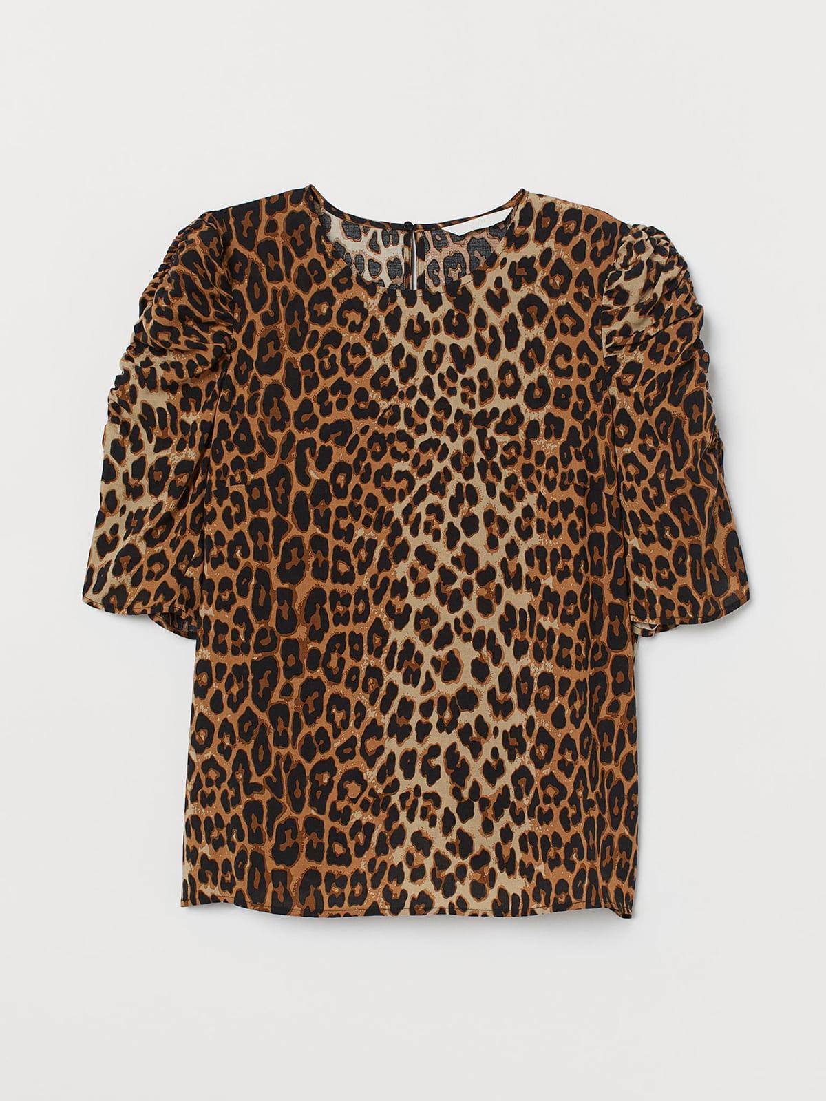Блуза бежевого цвета с анималистическим принтом | 5702753