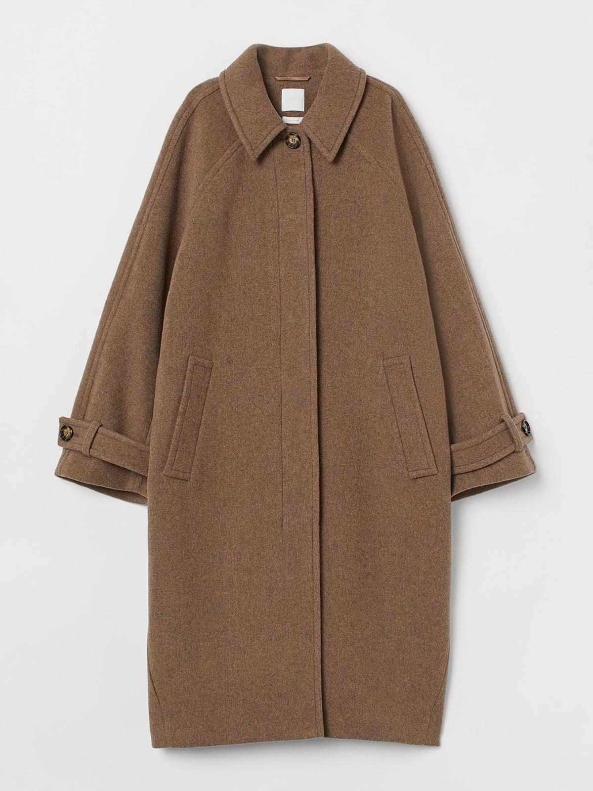 Пальто бежевого цвета   5702776