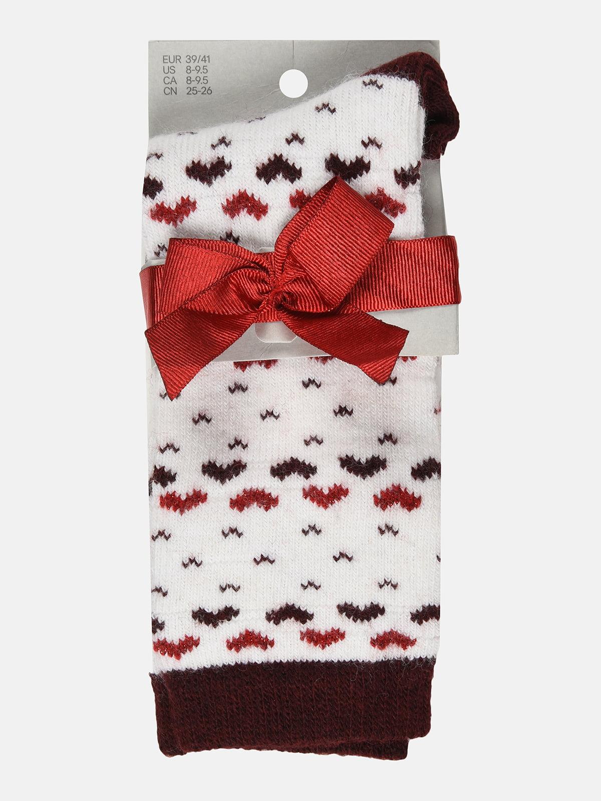 Носки бело-бордового цвета с принтом | 5707210