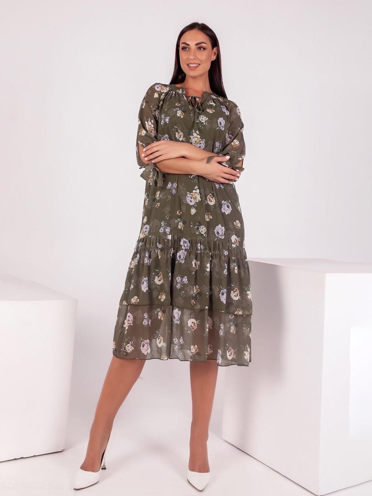 Платье цвета хаки в принт | 5718880