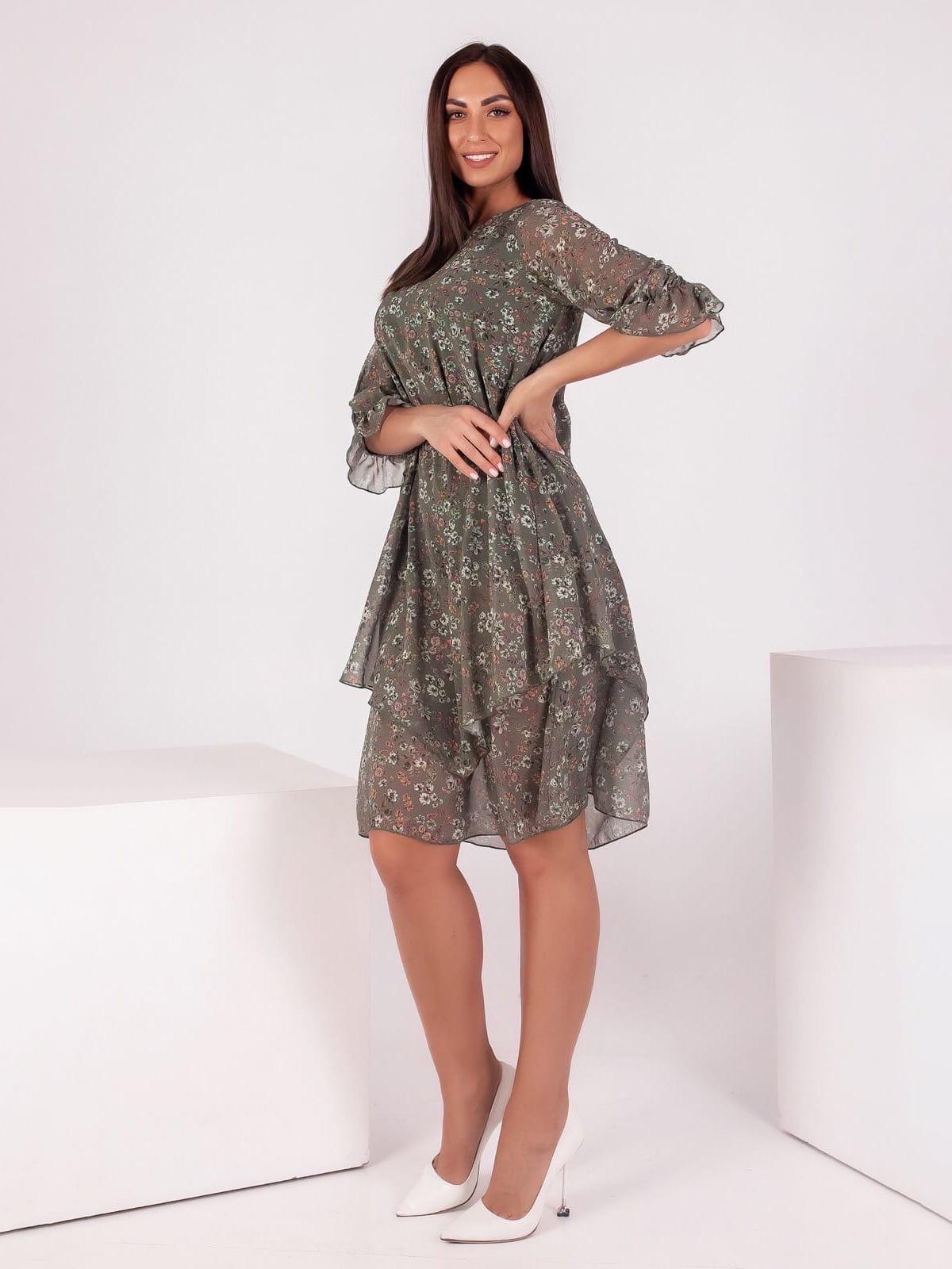 Платье цвета хаки в принт | 5718881