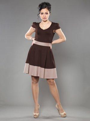 Платье шоколадно-бежевого цвета   953379