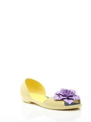 Босоніжки жовті перфоровані з квіткою | 1001881