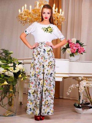Платье бело-серое с цветочным принтом | 1728423