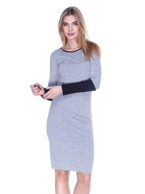 Сукня світло-сіра з двоколірним рукавом | 1443412