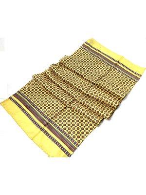 Шарф желтый в геометрический принт | 2995599