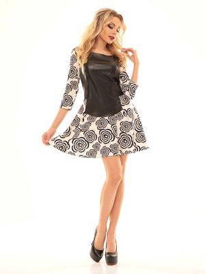 Платье молочно-черного цвета в принт | 2592963