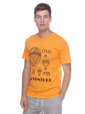 Футболка помаранчева в принт | 3464885