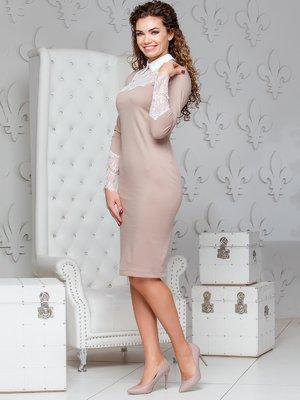 Платье-карандаш с кружевом бежевого цвета | 4066369