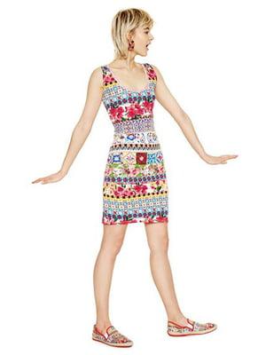 Платье в разноцветный принт | 4141553
