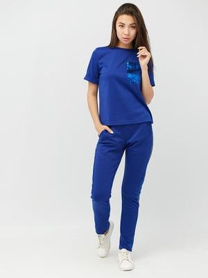 Костюм в спортивному стилі: штани та футболка   4345708