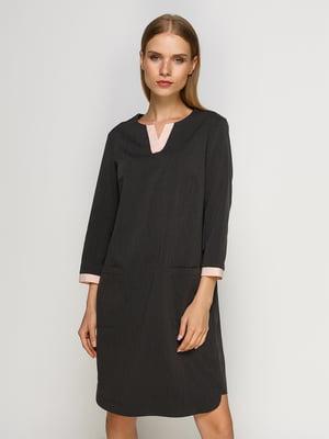 Сукня темно-сіра з контрастним оздобленням | 4492677