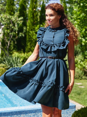 Платье с рюшами изумрудного цвета | 4555877