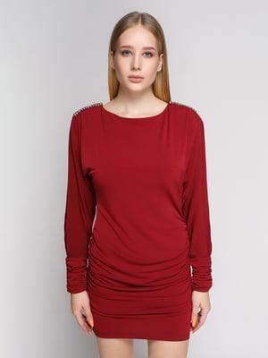 Платье бордовое с вырезом на рукаве и декором | 625114