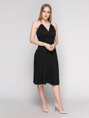 Платье черное со сборками и бретелью-петлей | 434157