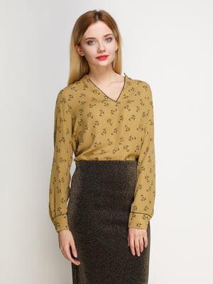 Блуза оливкового цвета в принт | 4789729