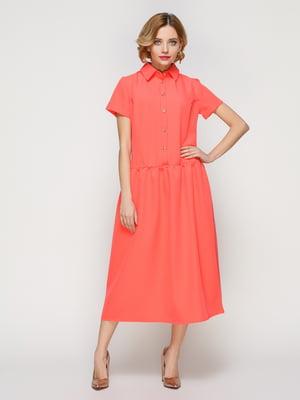 Платье кораллового цвета с удобным поясом на резинке | 3315363