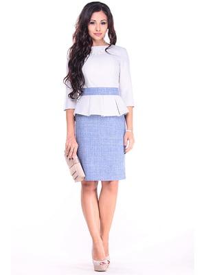 Платье бело-серого цвета с цветом джинс | 4919769