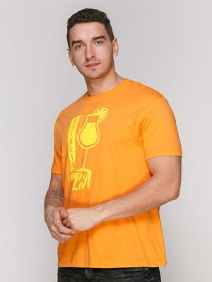 Футболка помаранчева з принтом | 4854972