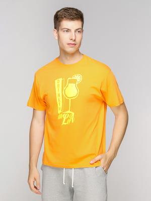 Футболка помаранчева з принтом | 5094353