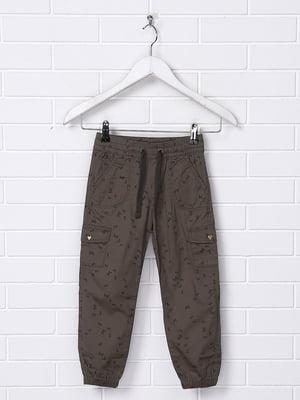 Штани темно-болотного кольору з принтом | 5134955