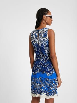 Платье бело-синее в принт | 5369375