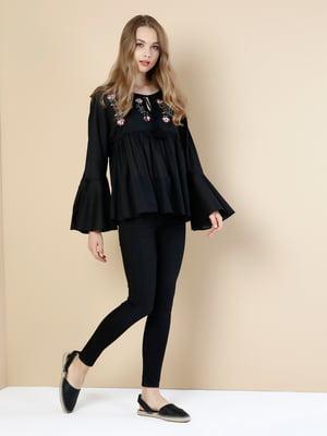 Блуза черная с цветочной вышивкой | 5376473
