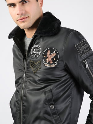 Куртка черная с нашивкой   5376689