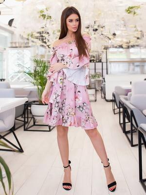 Платье пудрового цвета в цветочный принт | 5423576