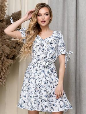 Платье белое в цветочный принт | 5423621