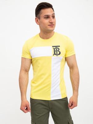Футболка жовтого кольору з принтом | 5456714