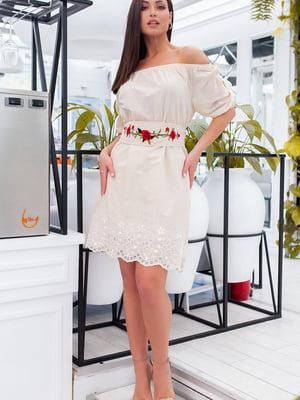 Платье бежевое с вышивкой | 5464389