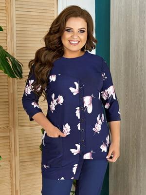 Блуза темно-синяя в цветочный принт | 5464130