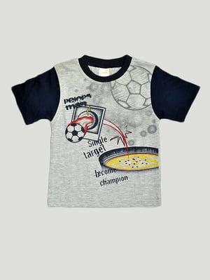 Футболка сірого кольору в принт | 5480110
