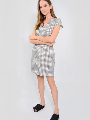 Платье серое в абстрактный принт   5483895