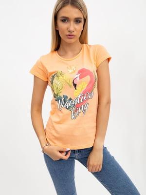 Футболка персикового кольору в принт | 5484611