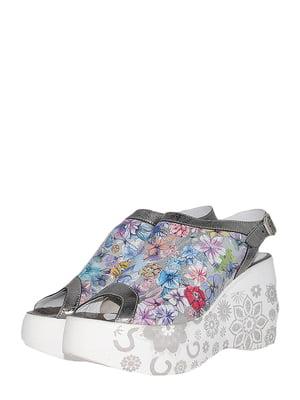 Босоніжки сталевого кольору з квітковим принтом | 5497413