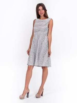 Платье комбинированного цвета в скошенную полоску | 5502899