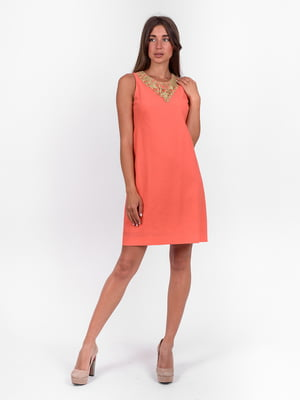 Платье кораллового цвета с декором   5502901