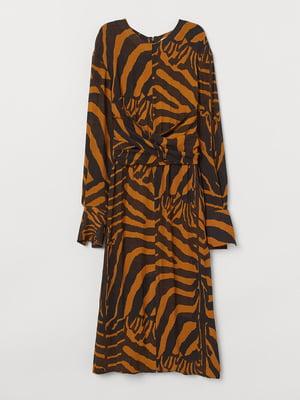 Сукня коричнево-гірчичного кольору в смугастий принт | 5508894