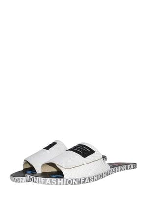 Шлепанцы белые с принтом | 5499200