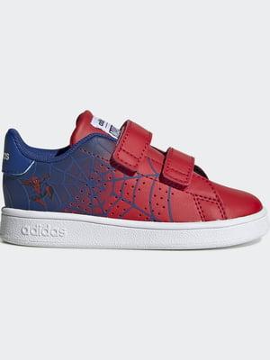 Кросівки синьо-червоного кольору в принт і з логотипом | 5513725