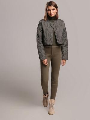 Куртка цвета хаки с узором   4936791