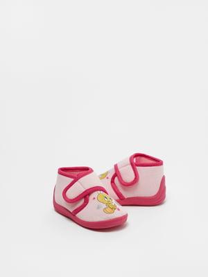 Тапочки розово-малинового цвета в принт | 5536159