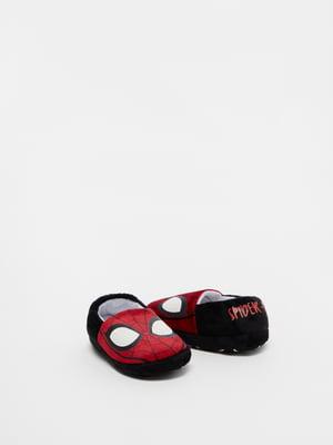 Тапочки черно-красные в принт | 5561802