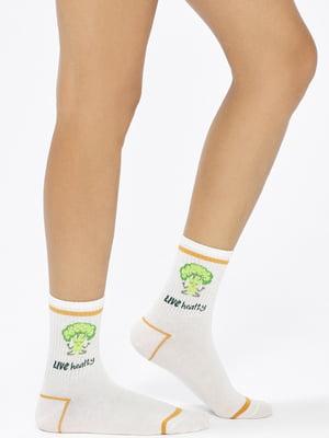 Шкарпетки білі в принт | 5573616