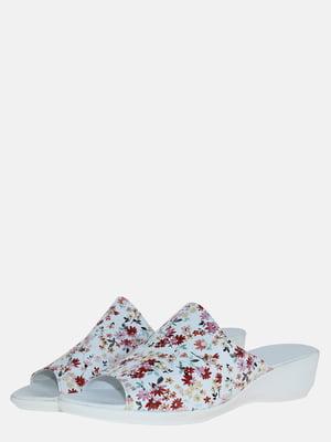 Шльопанці білі з квітковим принтом | 5573690