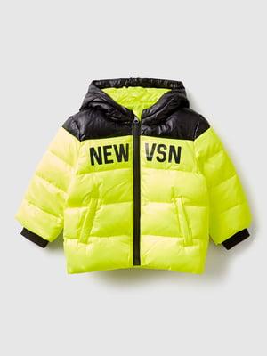 Куртка желто-черная в принт | 5588596
