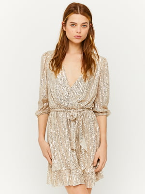 Платье золотистого цвета с декором-блестками | 5595750